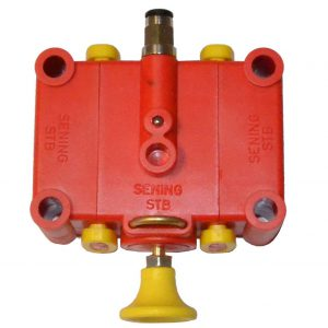 Pneumatic switch with retention for simple bottom valve.